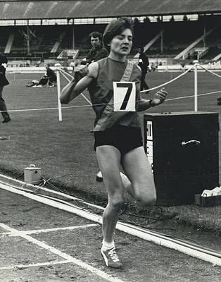 Sheila Taylor Wins 800 Metres Art Print by Retro Images Archive