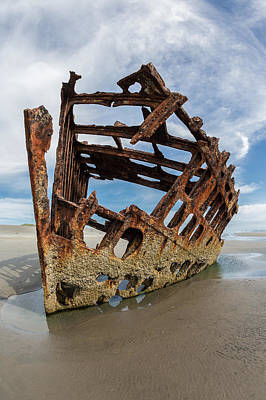 Peter Iredale Photograph - Shipwreck by Sara Hudock
