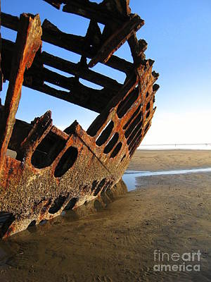 Peter Iredale Photograph - Shipwrecked by Tracy Nelson