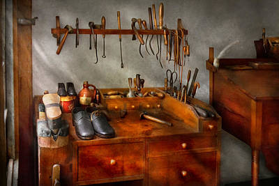 Photograph - Shoemaker - The Cobblers Shop by Mike Savad