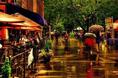 Photograph - Shoppers In The Rain - Market Square Knoxville Tennessee by David Patterson