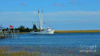 Photograph - Shrimp Boat 16x9 Ratio by Bob Sample