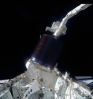 Palapas Wall Art - Photograph - Shuttle Retrieval Of Palapa B-2 Satellite by Nasa/science Photo Library.