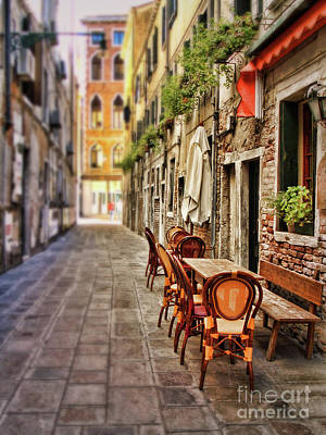Sidewalk Cafe In Venice Art Print by Sylvia Cook