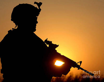 Silhouette Of A U.s. Army Soldier Art Print