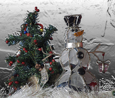 Tom Woolworth Digital Art - Silver Snowman With Christmas Tree by Thomas Woolworth