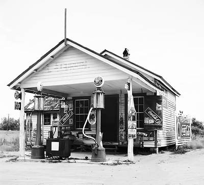 7 Up Digital Art - Sinclair Gas Station - North Carolina - 1939 by Daniel Hagerman
