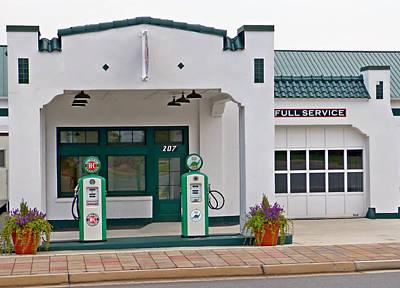 Sinclair Gas Station Art Print by Pete Trenholm