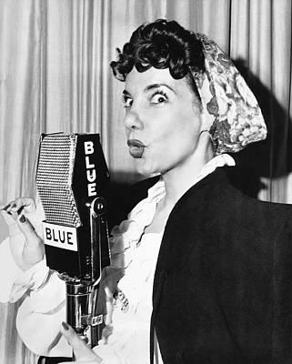 Personalities Photograph - Singer Carmen Miranda by Underwood Archives