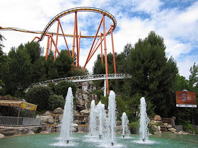 Sixflags Photograph - Six Flags Magic Mountain - 12124 by DC Photographer