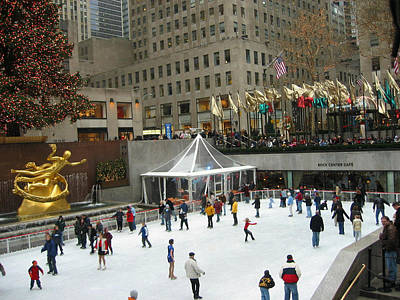 Skating In Rockefeller Center Art Print