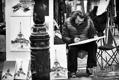 Photograph - Sketching In Paris by John Rizzuto