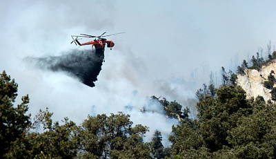 Photograph - Skycrane Dropping Load Of Fire Retardant by Jeff Lowe