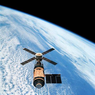Skylab 4 Wall Art - Photograph - Skylab Space Station In Orbit by Nasa