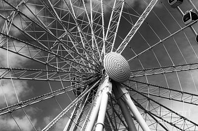 Photograph - Skywheel Center Mono by John Rizzuto