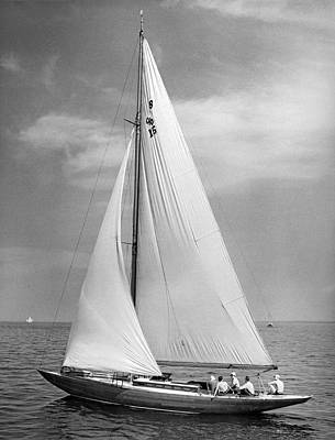 Slow Sailing In A Breeze Art Print by Underwood Archives