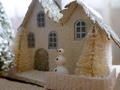 Photograph - Small World - Snowman by Richard Reeve