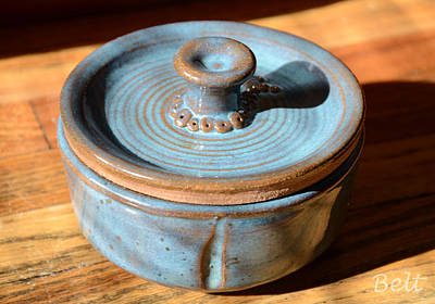 Clay Pottery Ceramic Art - Snickerhaus Pottery-vessel With Lid by Christine Belt