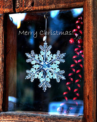 Photograph - Snowflake In Window Text 20507 by Jerry Sodorff