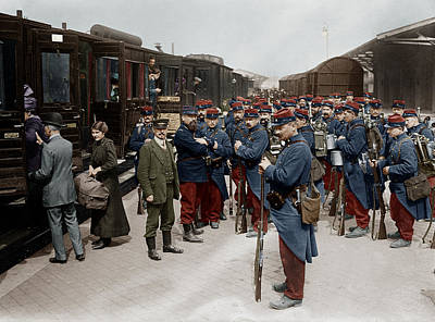 Premieres Painting - Soldats Francais A La Gare De Dunkerque by Granger