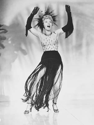 1950 Movies Photograph - South Sea Sinner, Shelley Winters, 1950 by Everett