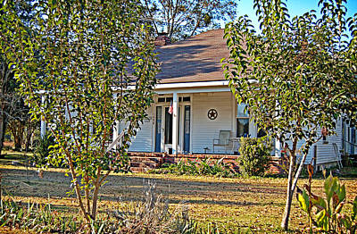 Photograph - Southern Farmhouse by Linda Brown