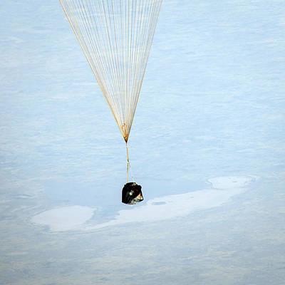 Soyuz Tma-08m Descent Module Landing Art Print