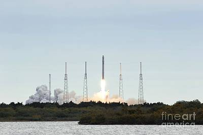 Cape Falcon Photograph - Spacex Crs-2 Launch, March 2013 by Nasa