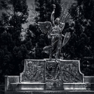 Photograph - Spanish American War Memorial Hartford by Phil Cardamone