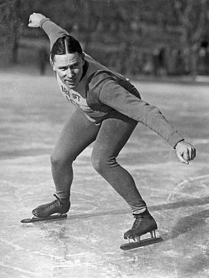 People On Ice Photograph - Speed Skater At Start by Underwood Archives