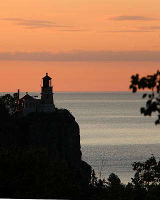 Photograph - Split Rock Lighthouse At Sunrise by George Jones