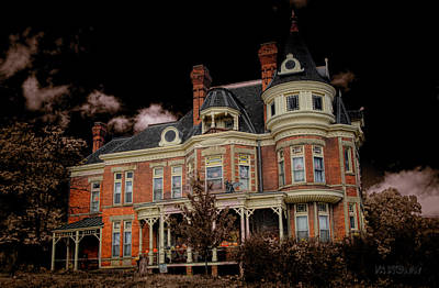 Photograph - Spooky House by Deb Buchanan