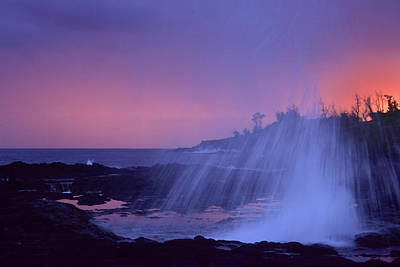 Photograph - Spouting Horn Sprays by Morris  McClung