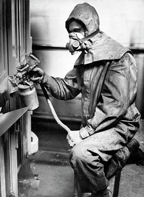 Lacquer Photograph - Spraying Lacquer by Underwood Archives