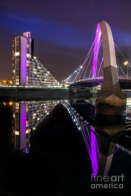 Hydro Wall Art - Photograph - Squinty Bridge Glasgow by John Farnan