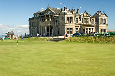 St Andrews Final Green And Clubhouse  Art Print by Jeremy Voisey