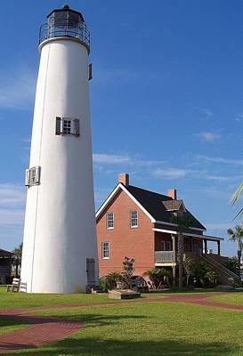 Photograph - St. George Lighthouse by Laurie Perry