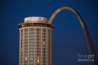 Photograph - St. Louis Gateway Arch And Millennium Hotel by David Haskett