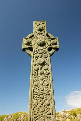 Stone Carving Photograph - St Oran's Cross In Iona Abbey by Ashley Cooper