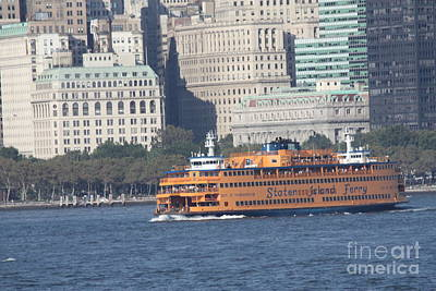 Photograph - Staten Island Ferry Leaving Manhattan by John Telfer