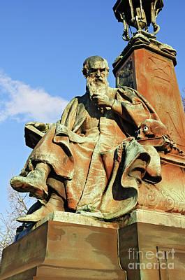 Statue  Kelvingrove Park Glasgow Art Print by David Davies