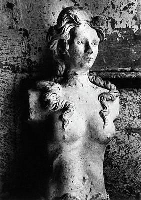 Photograph - Statue, Lanquais Chateau, Dordogne, France by Simon Marsden