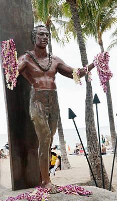 Photograph - Statue Of Duke Kahanamoku Waikiki Oahu Island Hawaii by Marek Poplawski