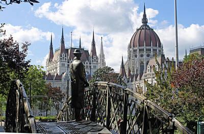 Photograph - Statue Of Imre Nagy by Tony Murtagh