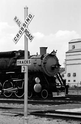 Photograph - Steam Locomotive 1519 - Bw 09 by Pamela Critchlow