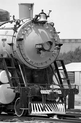 Photograph - Steam Locomotive 1519 - Bw 13 by Pamela Critchlow