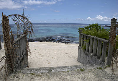 Photograph - Steps To Beach by Lucinda Walter