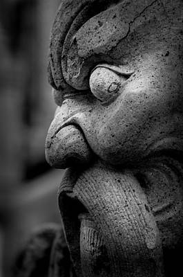 Er Photograph - Stone Head Sculpture At The Temple Of The Emerald Buddha - Bangkok Thailand by Colin Utz