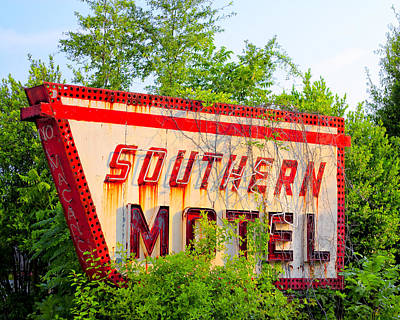 Photograph - Stopping By The Southern Motel - Vintage Roadside Georgia by Mark E Tisdale