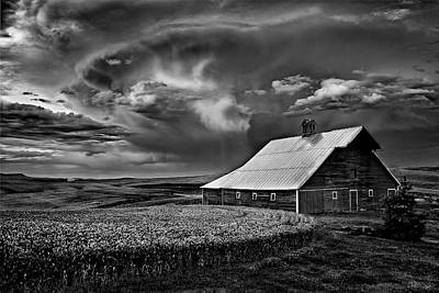 Contour Farming Photograph - Storm Barn by Latah Trail Foundation